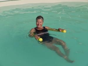 Heidis Wassertraining mit Pool-Noodle