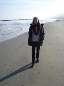 Spuren im Sand - mit zwei Titanhüften am Adria-Strand