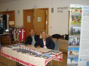 Die Autoren Heidi Rauch und Peter Herrchen bei der ersten Buchpräsentation in Bad Aibling.