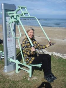 Hercules-Gerät sorgt für Heidis Fitness am Adria-Strand.