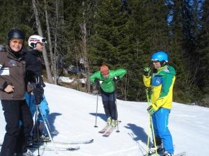 Heidi, Tim von Valife mit vor neun Monaten operiertem Knie, Michael Pause und Skilehrer Albert Meier (v. l. n. r.)