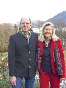Peter Herrchen und Heidi Rauch beim traditionellen Vorweihnachts-Autorentreffen mit Ehepartnern