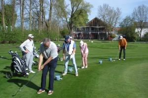 Das Chippen ohne Rotation kann man als Golfer auch schon sechs bis acht Wochen nach der Hüft-OP üben.