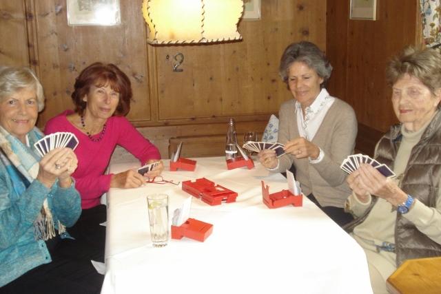 Ein Teil meiner Winter-Bridge-Runde; rechts unsere älteste und beste Mitspielerin Lotte