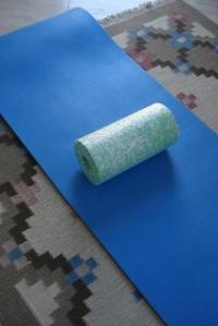 Die Blackroll-Weichei-Variante auf meiner Gymnastikmatte