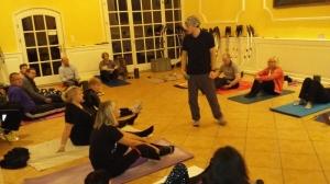Fascial Trainer Andrea Hiemeyer forderte den Teilnehmern viel Mut zur Beweglichkeit ab.