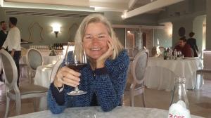 Ein Glas Rotwein auf das Wohl aller TEP-Träger!