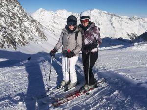 Saskia, 22, glücklich mit Hüft-TEP beim Skifahren gleich nach Neujahr 2018 im Stubaital