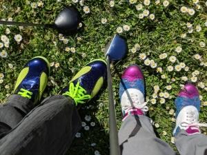 Bewegung in farbenfrohen (Golf-)Schuhen macht noch mehr Spaß!