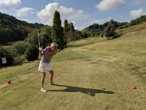 Wie immer aktiv mit Doppel-Titanhüfte: Golf hält fit und beweglich.