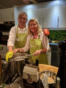 Mein Mann und ich bei unserer letzten Olivenölschule in der Bio-Kochschule Friedrich in Berlin